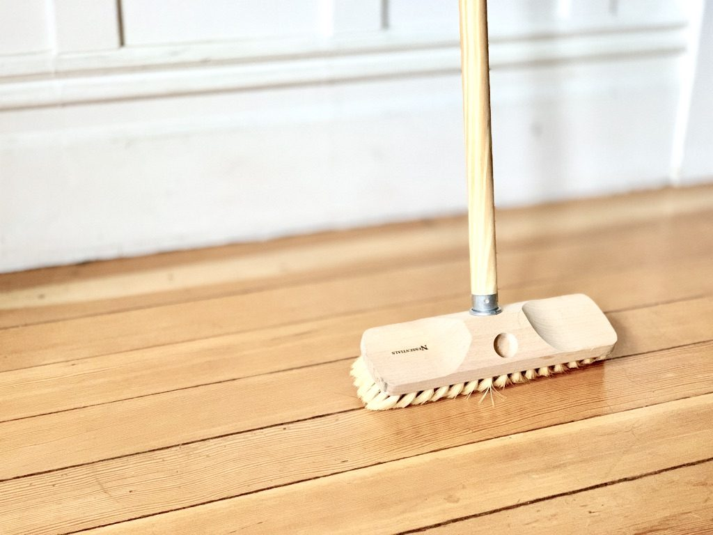 wood scrubber brush for floor cleaning